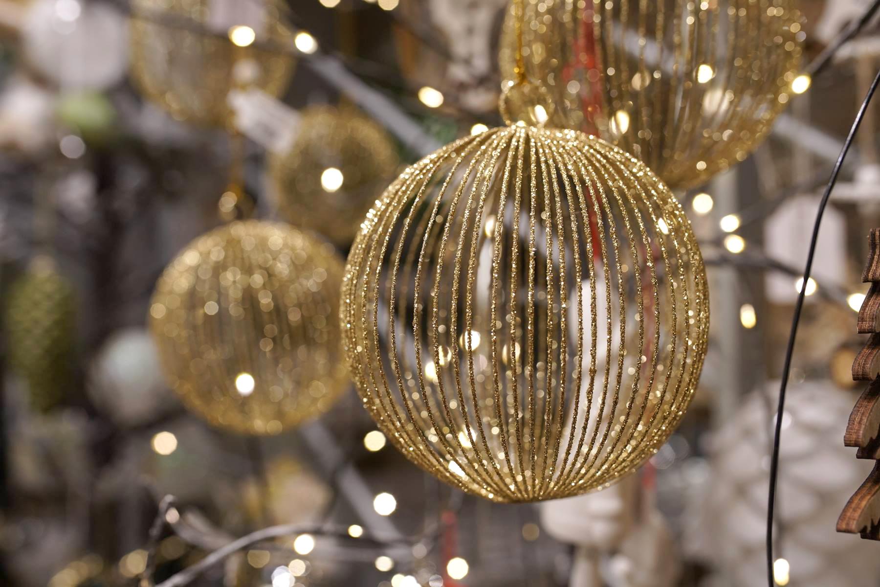 boules dorées et paillettes or decoration noel montpellier